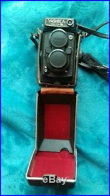 Vintage YASHICA MAT 124G Twin Lens Reflex Film Camera
